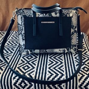 STEVE MEDDEN Cross body purse with top handles